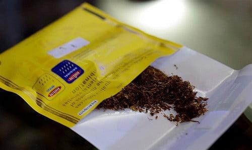 Un paquet de tabac à rouler