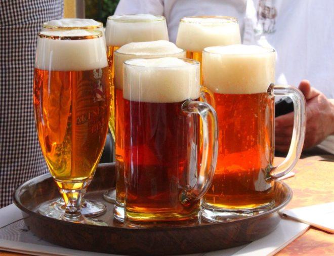 Des verres de bière - image d'illustration