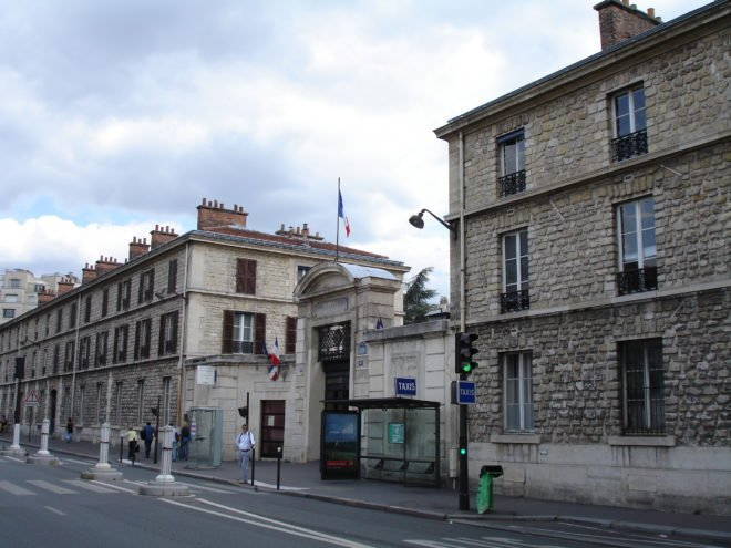 L'entrée de l'hôpital Necker à Paris