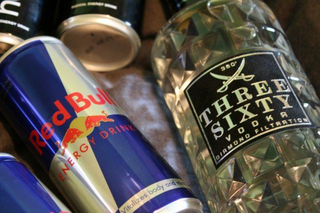 Les dangers du mélange des boissons énergisantes avec de l'alcool
