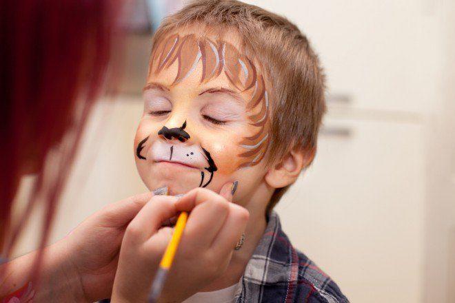 Image d'illustration, un enfant maquillé