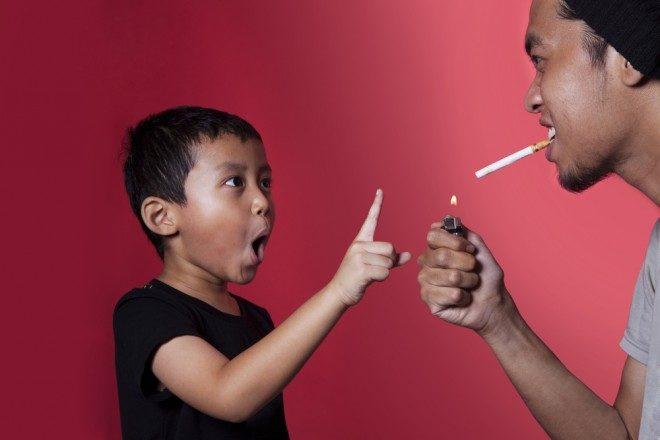Photo d'illustration. Un enfant soumis au tabagisme passif