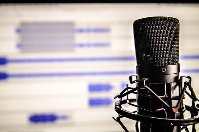 Image d'illustration, un microphone et un logiciel audio