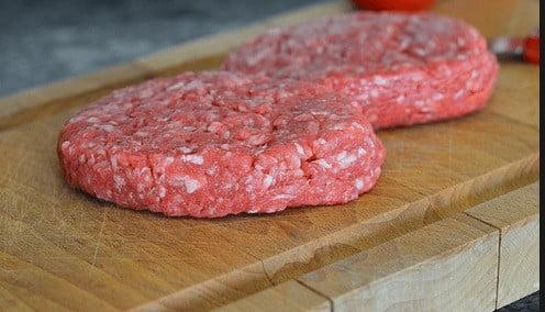 Auchan rappelle des steaks hachés touchés par la bactérie e-coli