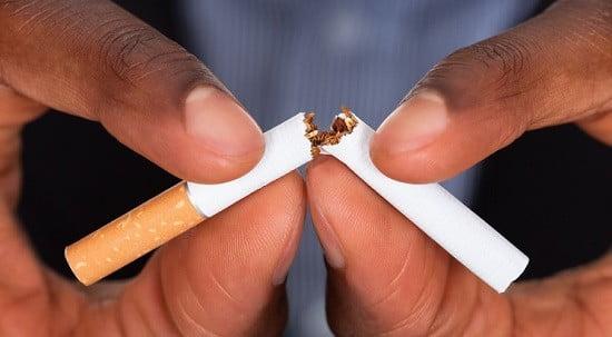Une cigarette.