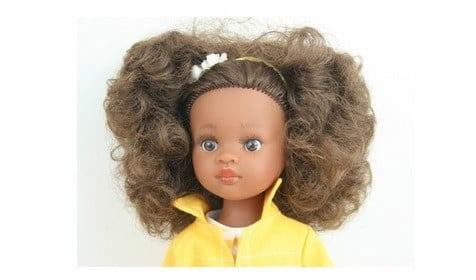 Une poupée métisse.
