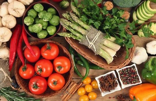 Une assiette de légumes.