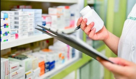 Un docteur en pharmacie
