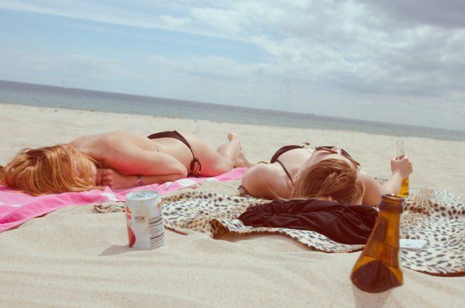 Des femmes sur la plage