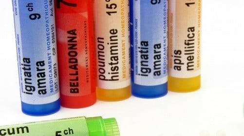 Des tubes de gélules l'homéopathique
