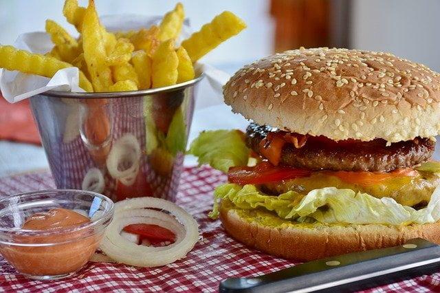 Hamburger dans un fast food