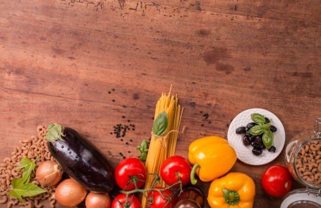 Légumes sur une table